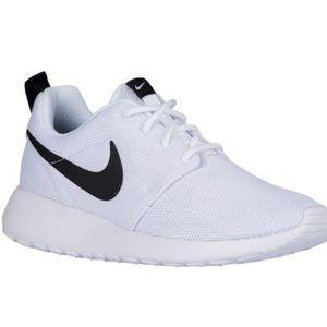 Women Nike roshe one white and black